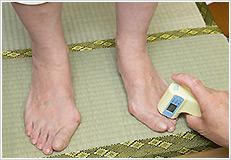 足指の体温を測定